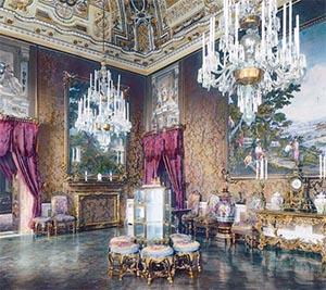 Роскошные светильники в итальянском дворце